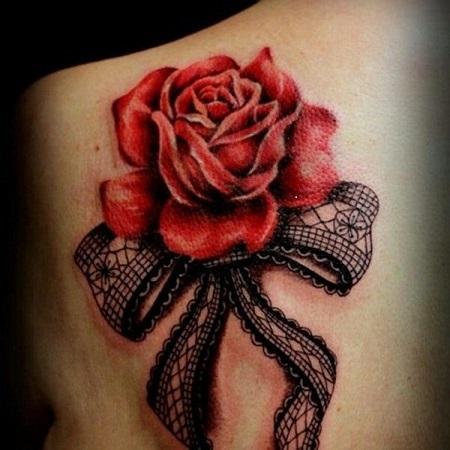 тату розы с бантами на спине