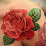 татуировка розы на плече, значение