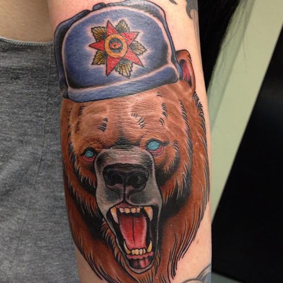 тату - русский медведь в шапке