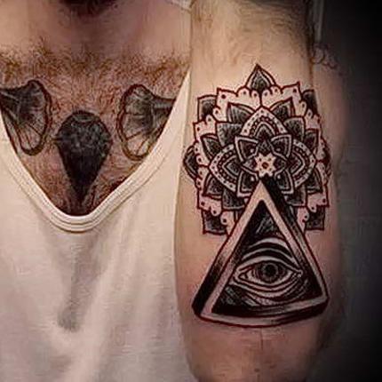 тату - треугольник, глаз и узор на предплечье