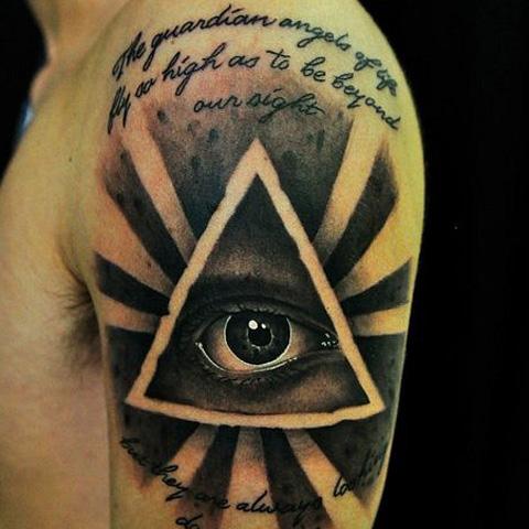 татуировка треугольник с глазом на плече