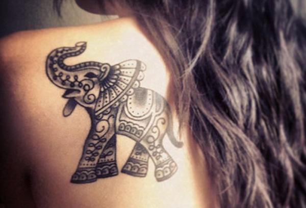 тату слона на спине в стиле VTG