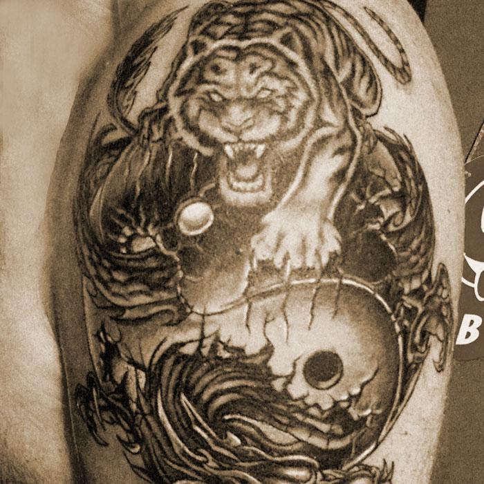 Тату Инь Янь и тигр