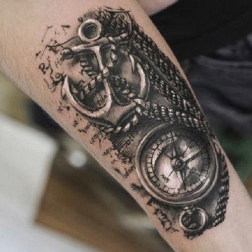 тату - морской якорь и компас на ноге