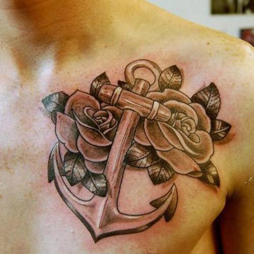 тату якорь с цветами на груди